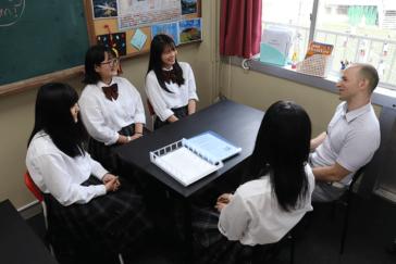 ネイティブの先生と気軽に英会話体験ができるE-Square