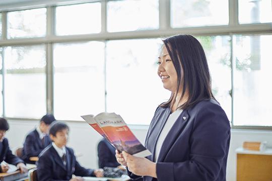 文理進学コース担任・英語科主任 千明 由佳先生